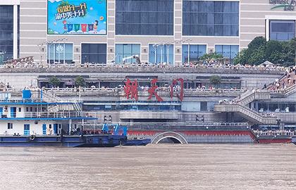 長江五號洪水過境 重慶朝天門門洞全部被淹