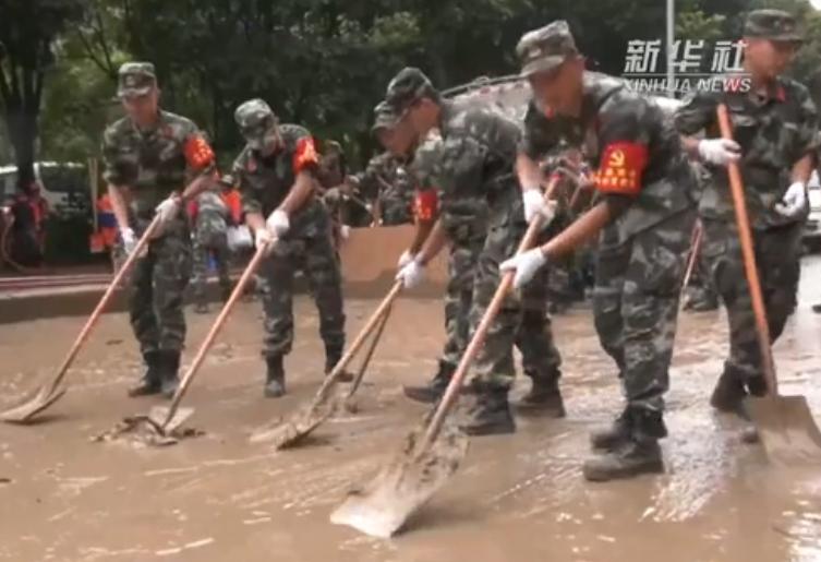 重慶:武警官兵助力城區恢復正常秩序