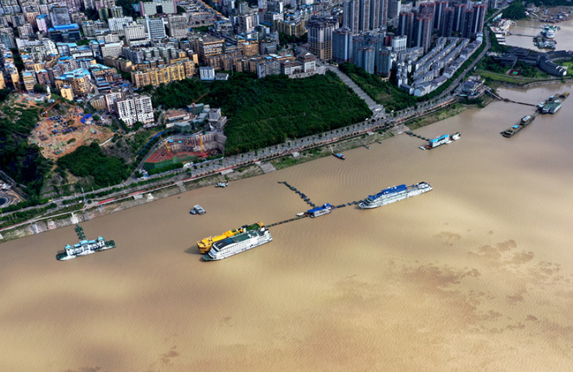 新華鷹航拍:長江五號洪水陸續進入三峽庫區