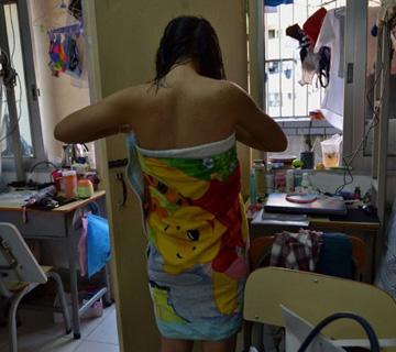 镜头记录女大学生宿舍生活图片