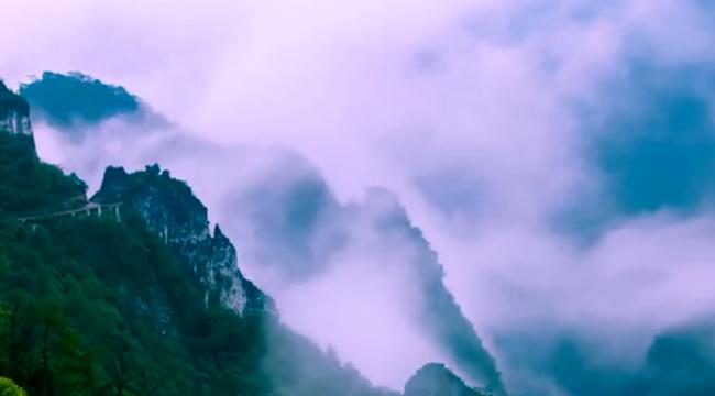 航拍武陵山大裂谷