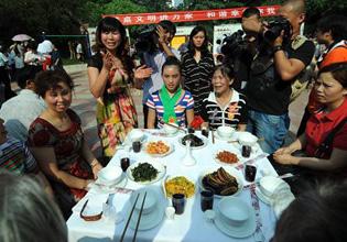 重庆:餐桌文明礼仪培训院坝会-重庆频道